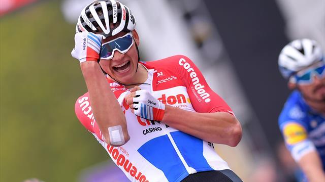 Van der Poel fenomeno! Rimonta memorabile all'Amstel Gold Race: Alaphilippe beffato