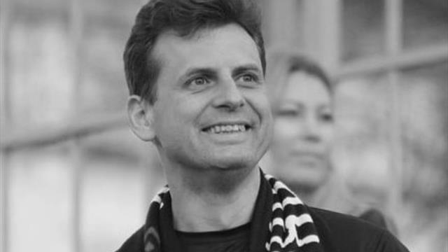 43-летний пианист, который посвятил концерт Кроосу и спас «Крумкачы», умер во время полумарафона