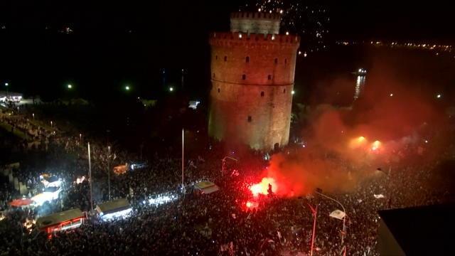 Grèce - Des milliers de fans fêtent le titre du PAOK Salonique