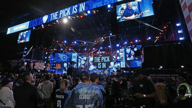NFL draft trade roundup: Active Giants make three picks