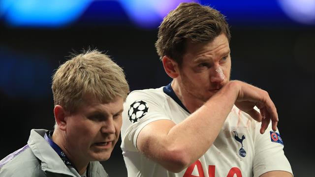 Vertonghen suffers head injury but is allowed to play on before being helped off