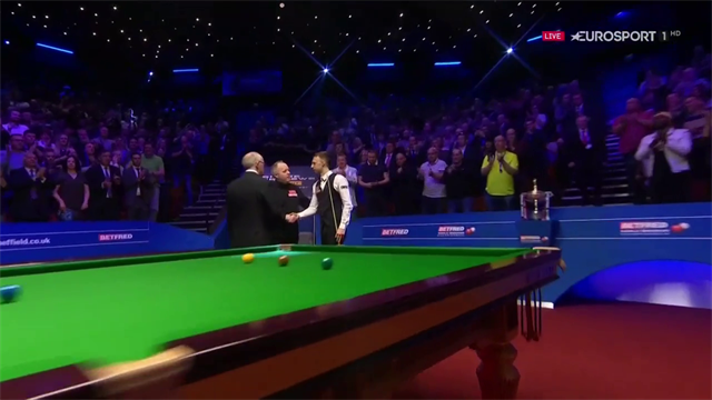 Trump conquista il suo primo titolo mondiale: battuto Higgins 18-9