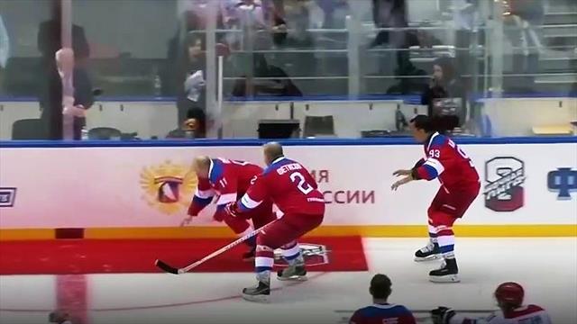 Hoppla! Putin fällt beim Eishockey hin