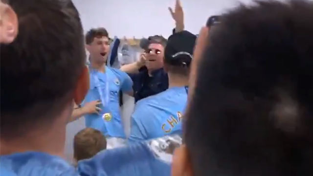 Noel Gallagher leads City players in rendition of Wonderwall