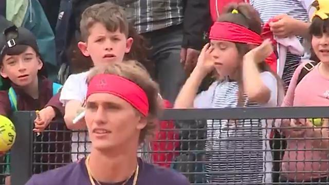Klasse Aktion von Zverev: Stirnband für kleinen Fan als Trost