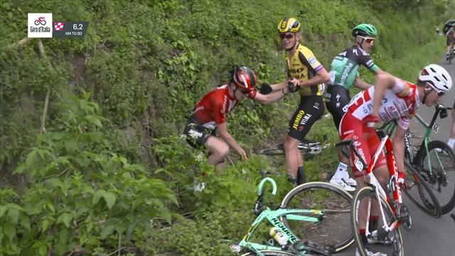 Big crash takes out Dumoulin and holds up peloton