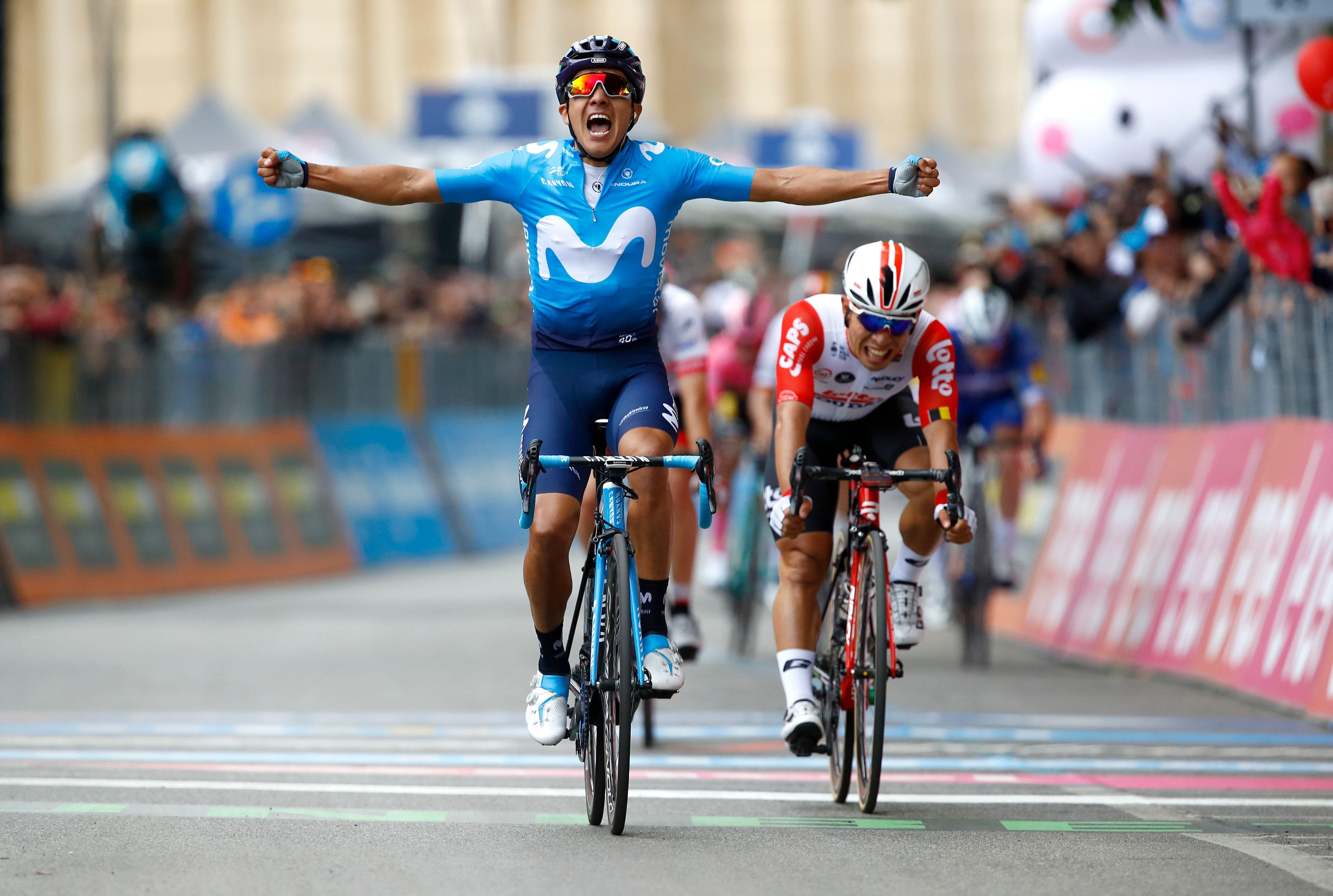 Richard Carapaz, Giro 2019 4. etabında galibiyete ulaşıyor.