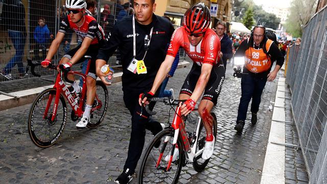 Giro, Dumoulin abbandona dopo pochi chilometri: