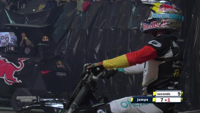 Noche de saltos Motocross: Todos los espectaculares y peligrosos saltos del campeón Luc Ackermann