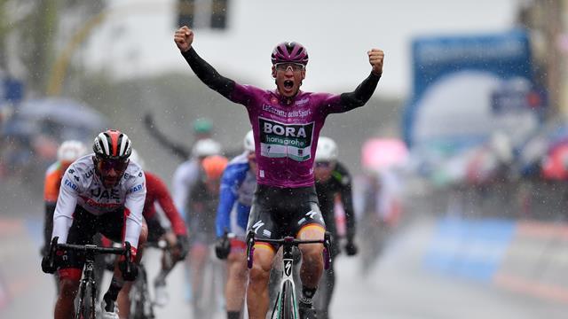 Turul Italiei: Ackermann câștigă din nou într-o zi ploioasă la Terracina