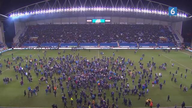 Wigan i ekstase efter FA Cup-sensation: Her invaderer fans banen