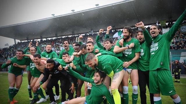 """Dieci vittorie consecutive e una rimonta pazzesca: così l'Avellino è tornato tra i """"prof"""" in Serie C"""