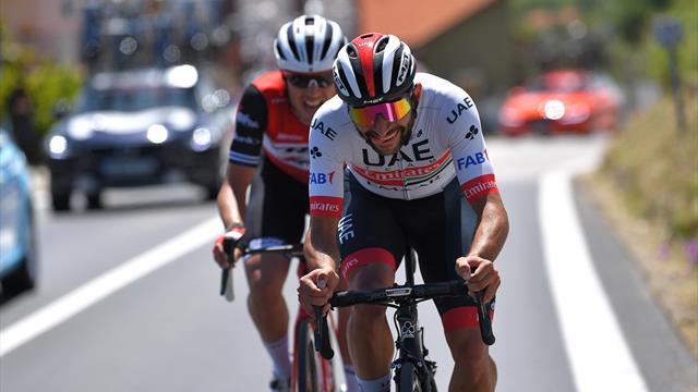 Problemi al ginocchio sinistro per Gaviria: il colombiano abbandona il Giro