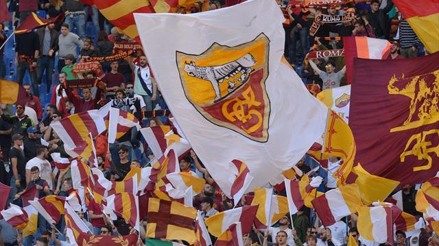"""Roma, sit-in dei tifosi sotto la sede: """"Pallotta vendi la società, no al nuovo stadio"""""""