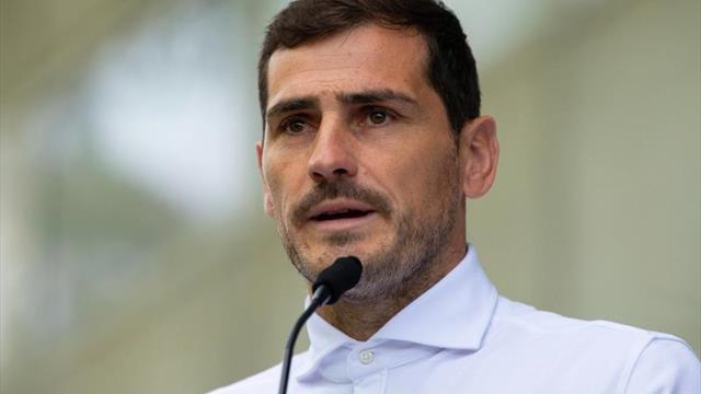 Iker Casillas visita a sus compañeros en el entrenamiento del Oporto