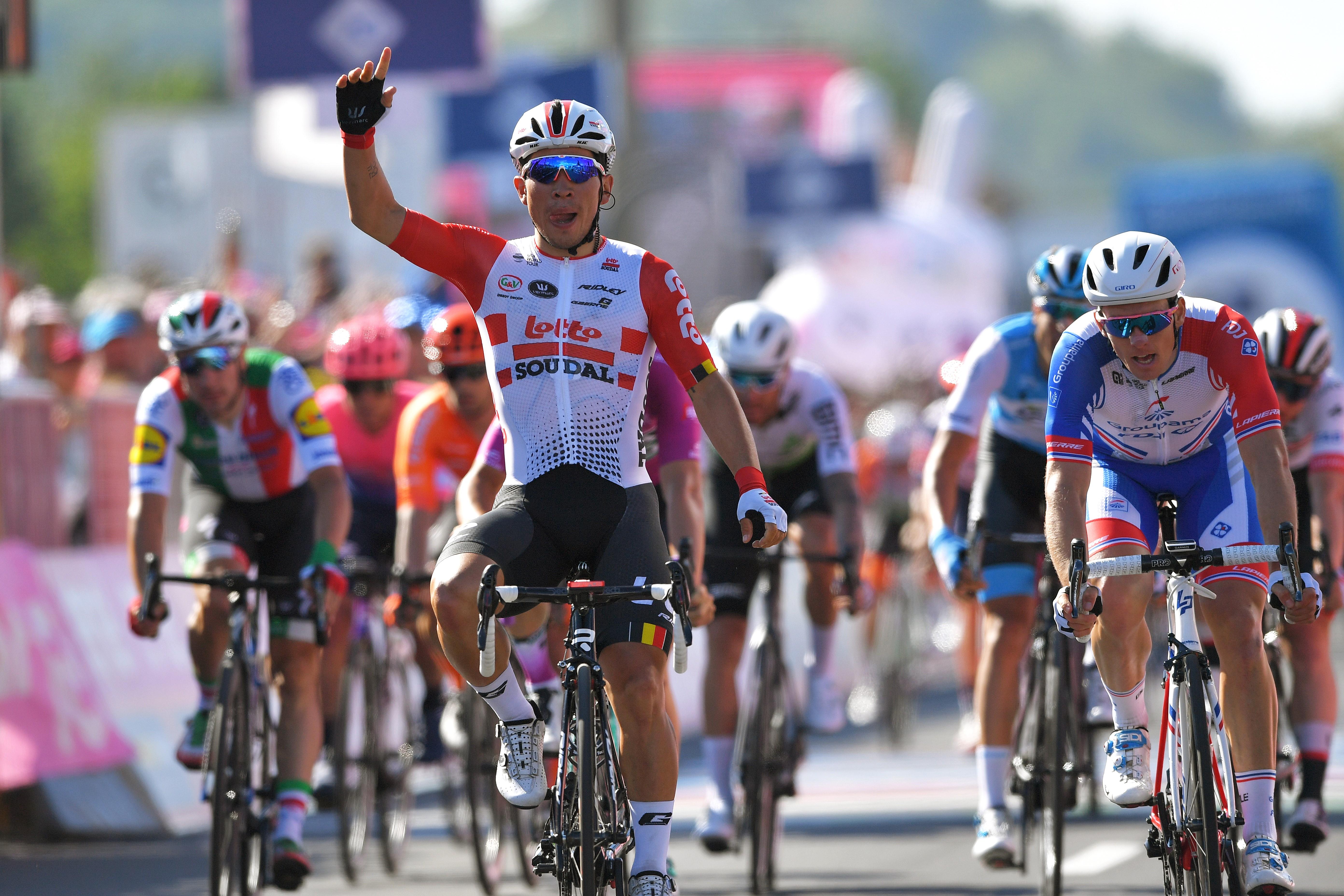 Caleb Ewan célèbre sa victoire lors de la 11e étape du Giro