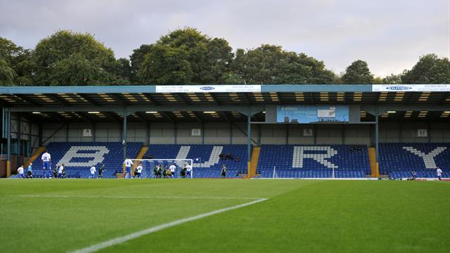 Bury players urge owner Steve Dale to walk away from club