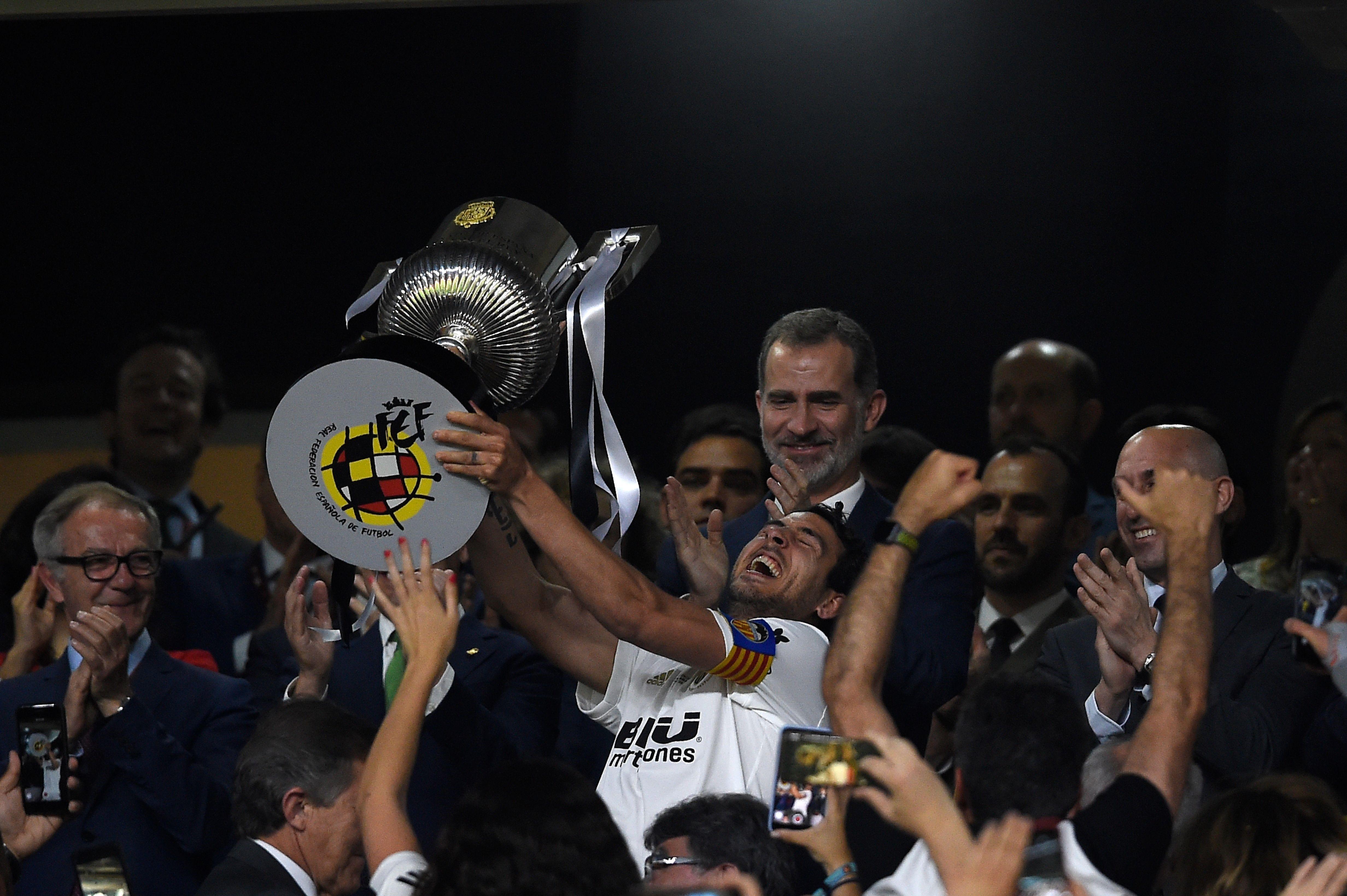 Dani Parejo (Valence CF) soulève la Coupe du Roi 2019