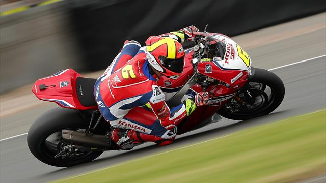 Redding completes Donington hat-trick in Race Three