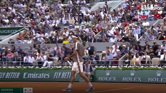 Сонего несколько раз классно поймал Федерера, но Роджер уверенно победил в трех сетах
