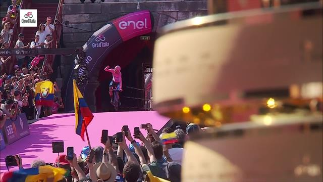 Triumph perfekt: Carapaz trägt Rosa in die Arena von Verona