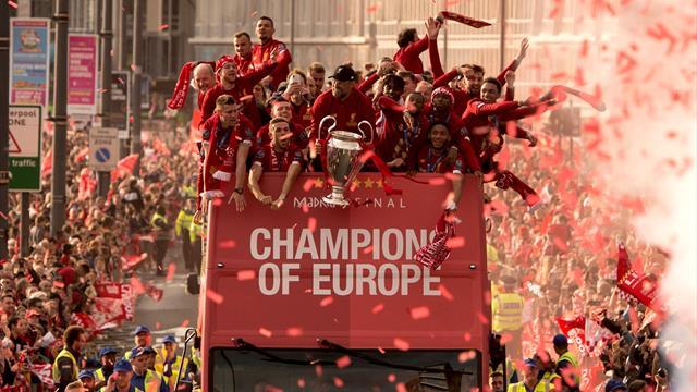 Une marée rouge pour accueillir les Reds : Liverpool a ramené la coupe à la maison !