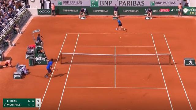 Se dette elleville tennis-slaget