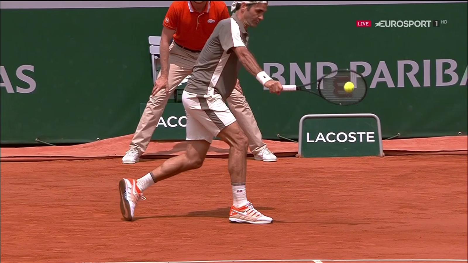 VIDEO - Rovescio straordinario di Federer sull'accelerazione di ...