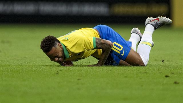 Et maintenant, Neymar se foule la cheville...