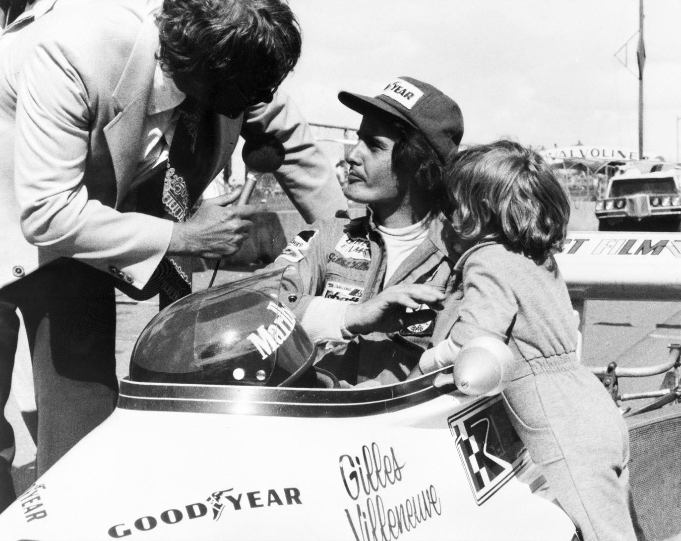 Gilles Villeneuve avec son fils Jacques en 1974