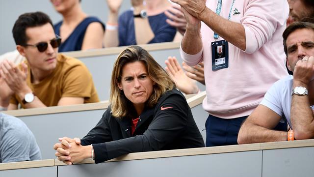 """""""C'est une honte"""" : Mauresmo et la WTA critiquent la programmation des demies dames"""