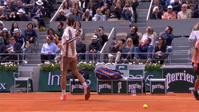 Furious Federer whacks ball into stand – fan gets scared