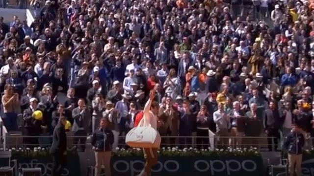 Зрители и Надаль проводили Федерера с корта стоячими овациями