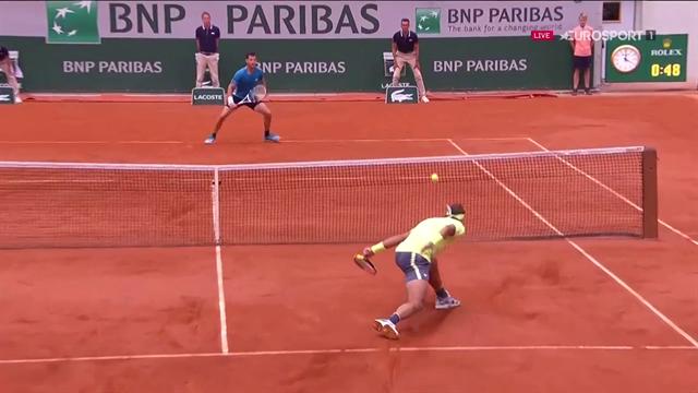 Meraviglia di Rafa Nadal: recupero e palla corta, il punto più bello del primo set della finale