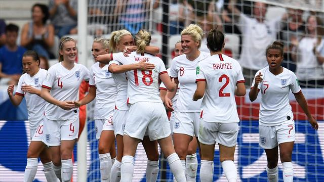 Disjointed England hang on to beat Scotland and open World Cup campaign with a win