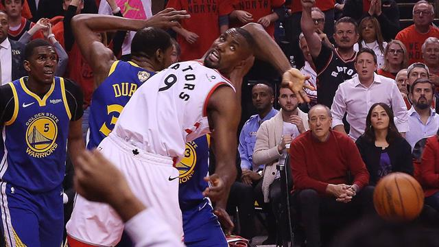 Durant exits, but Warriors edge Raptors to stay alive