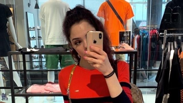 Медведева выложила соблазнительное фото в обтягивающем красном платье