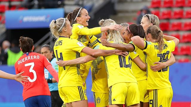 Late strikes spare Sweden's blushes in 2-0 win over Chile