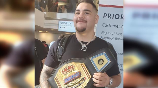 Руису подарили чемпионский пояс с изображением сникерса