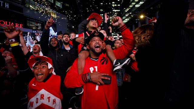 """We The North"" : Scènes de liesse à Toronto après le sacre des Raptors"