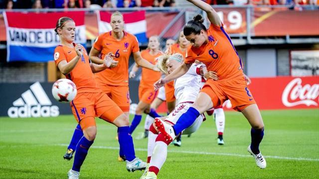 La central holandesa Mandy Van den Berg renueva por el Valencia por un año