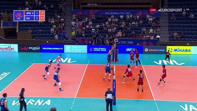 Muro di Oreste Cavuto: il match-point dell'Itavolley per il 3-1 sul Giappone