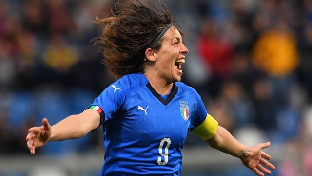 Gioca l'Italia femminile di calcio: si ferma anche la processione per San Vito