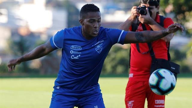 Antonio Valencia se entrena aparte a dos días del Uruguay-Ecuador