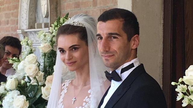Мхитарян сыграл свадьбу. Молодожены танцевали под «Felicita» в живом исполнении Аль Бано