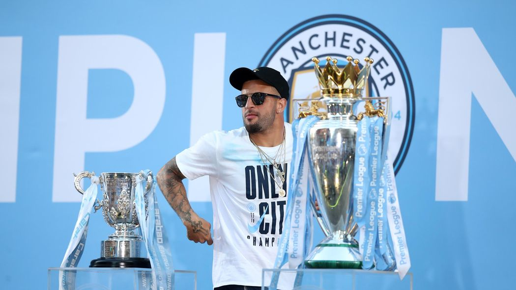 Kyle Walker extends Manchester City contract to 2024
