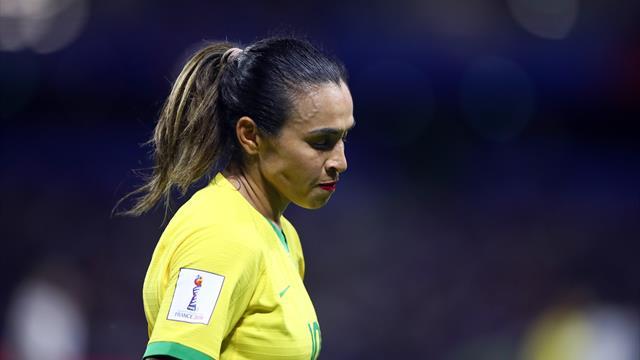 """""""Le foot féminin dépend de vous pour survivre"""" : Emue aux larmes, Marta s'est lâchée"""