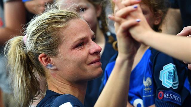 """""""Je suis fière d'avoir montré à la France que le football pouvait se jouer avec les filles"""""""
