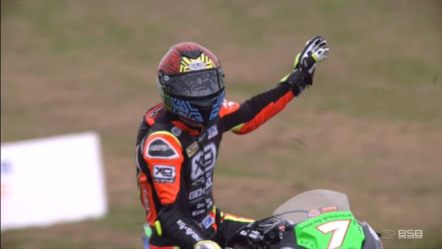 Last-lap mayhem sees Verwey win Knockhill Junior Supersport