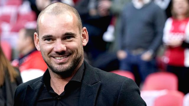 Netherlands' Sneijder announces retirement